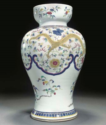 A famille rose vase, 19th/20th