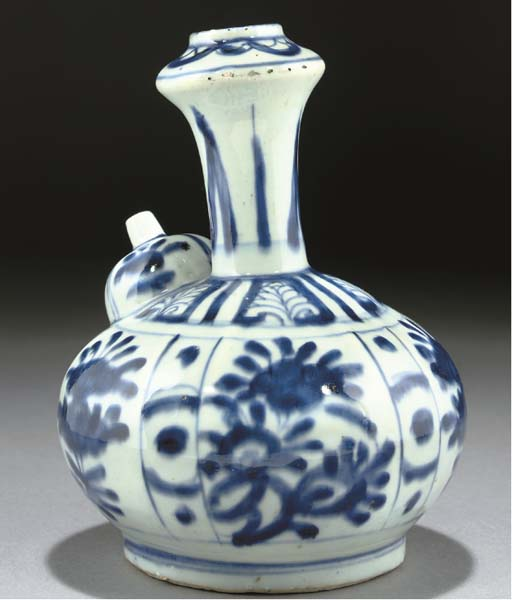 A WANLI BLUE AND WHITE KENDI F