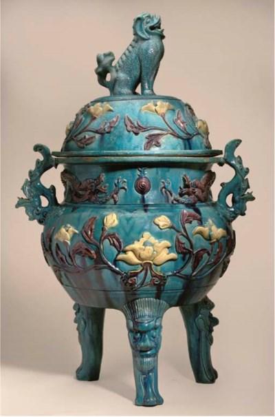 A massive fahua-style pottery
