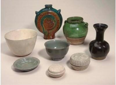 A transparent-glazed stoneware
