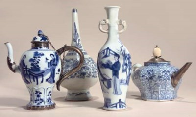 A blue and white baluster shap