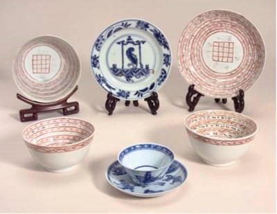 A blue and white small dish, W