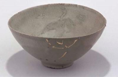 A Korean celadon stoneware bow