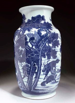 A LARGE BLUE AND WHITE VASE, 2