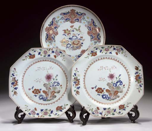 A PAIR OF FAMILLE ROSE OCTAGON