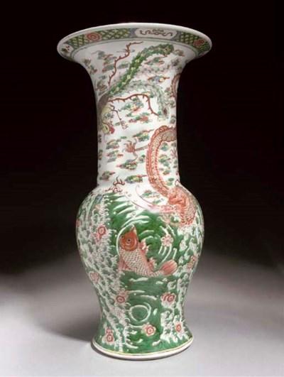 A famille verte yenyen vase, 1