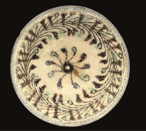 A Syrian pottery bowl, 14th Ce
