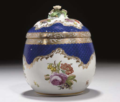A PORCELAIN JAR AND COVER, VIE