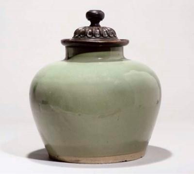 A Yixing jar with Jun glaze, 1