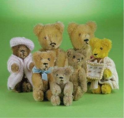 A Steiff miniature teddy bear