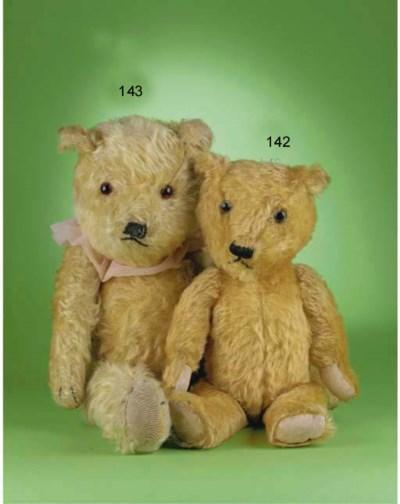 A Chiltern-type teddy bear