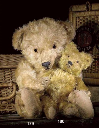 An unusual unjointed teddy bea