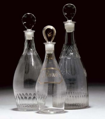 A CLEAR DECANTER AND STOPPER;