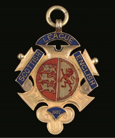 A 15CT GOLD AND ENAMEL INTER-L
