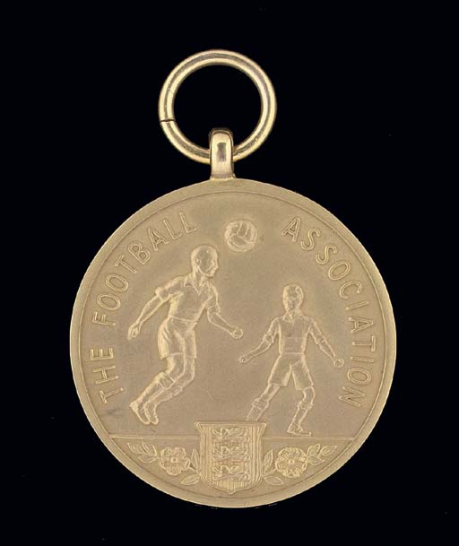 A 9CT GOLD 1953 F.A.CUP RUNNER