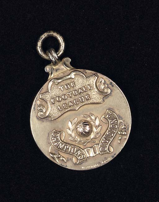A 9CT GOLD 1932-33 DIVISION 1