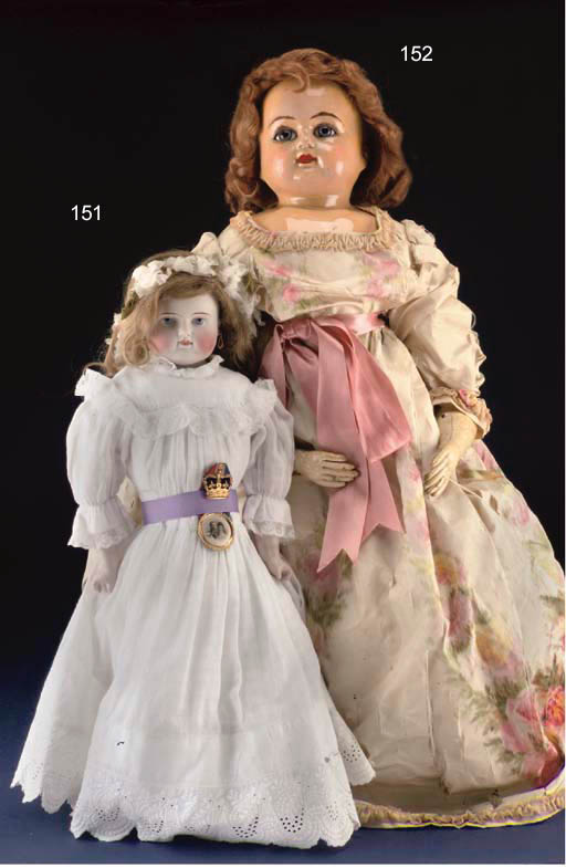 A large kid fashionable doll's