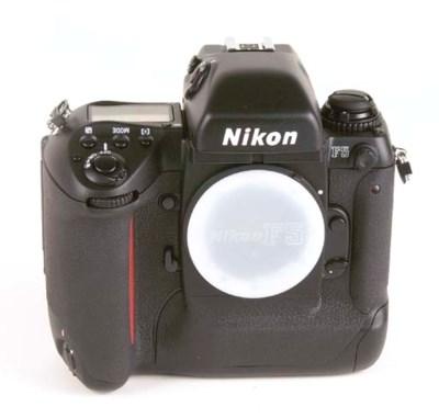 Nikon F5 no. 3012083