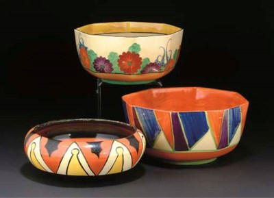 A CLARICE CLIFF KEYHOLE BOWL