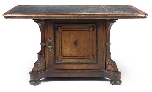 A LATE VICTORIAN OAK LIBRARY T