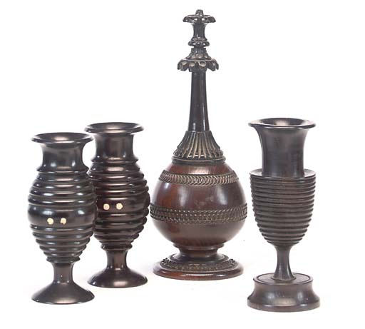 A COLLECTION OF TREEN ORNAMENT