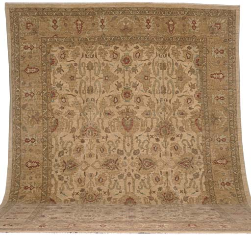 A modern North-West Persian carpet of Ziegler design, Sutanabad