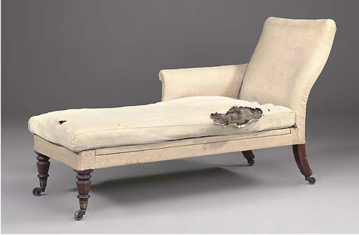 A VICTORIAN MAHOGANY DAYBED