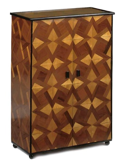 A SMALL PARQUETRY SIDE CABINET