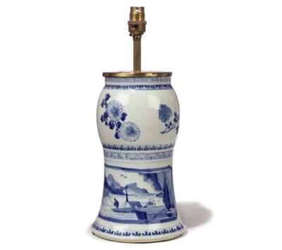 A KANGXI BLUE AND WHITE PORCEL