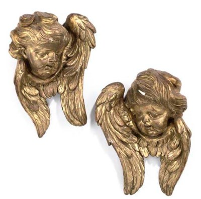 A PAIR OF ITALIAN GILTWOOD CHE