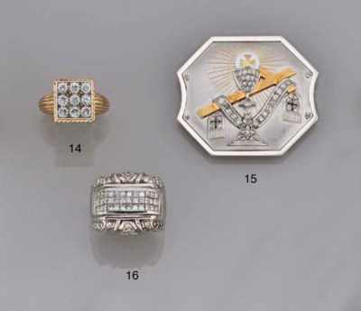 A diamond cluster ring, by Car