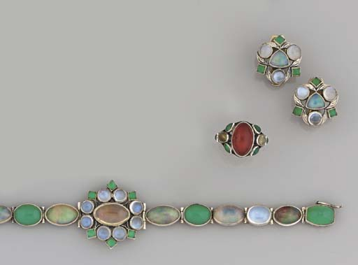 An suite of opal, moonstone an