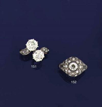 An Art Deco diamond bombé clus