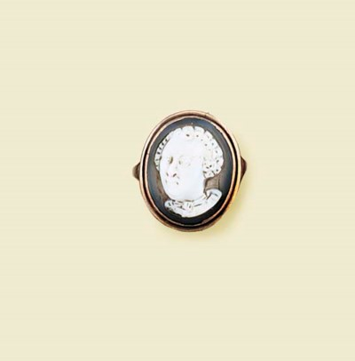 An antique agate cameo ring