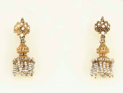 A PAIR OF ANTIQUE GOLD FILIGRE