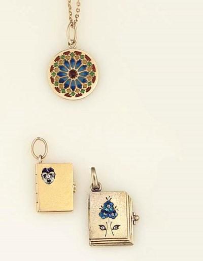 Two Art Nouveau pendants by Ga