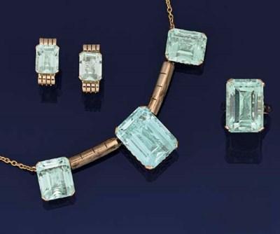 A small group of aquamarine je