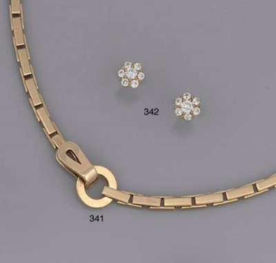AN 18CT GOLD NECKLACE, BY CART