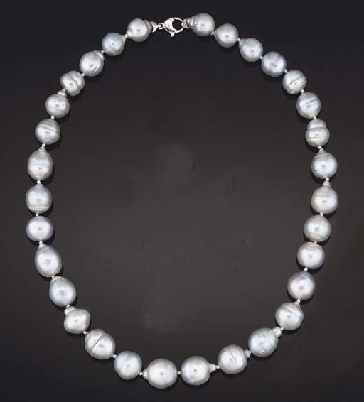A baroque cultured pearl neckl
