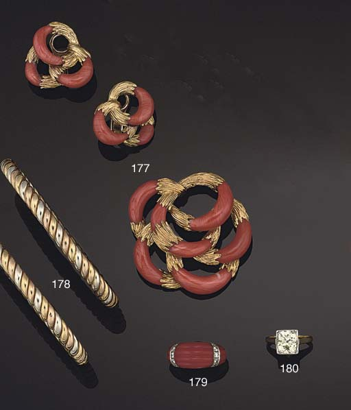 AN 18CT. GOLD AND CORAL BROOCH