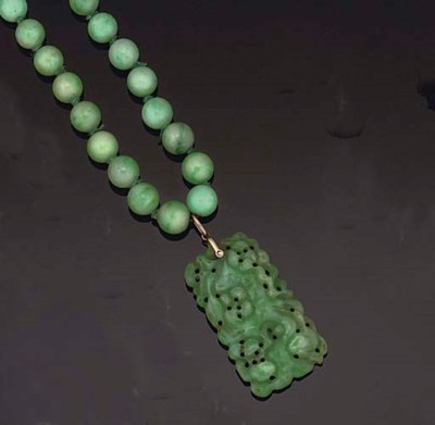 A JADE NECKLACE