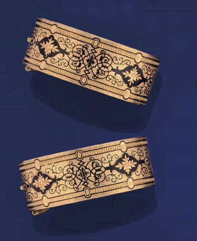 A PAIR OF 19TH CENTURY GOLD AN