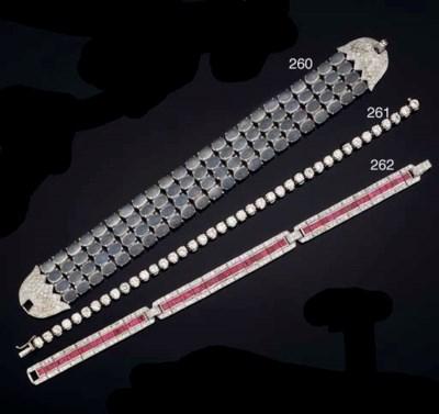 A diamond necklace/bracelet