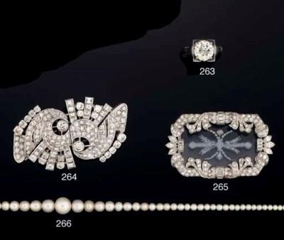 An art deco diamond brooch wit
