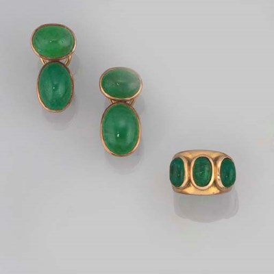 A PAIR OF EMERALD EARCLIPS AND