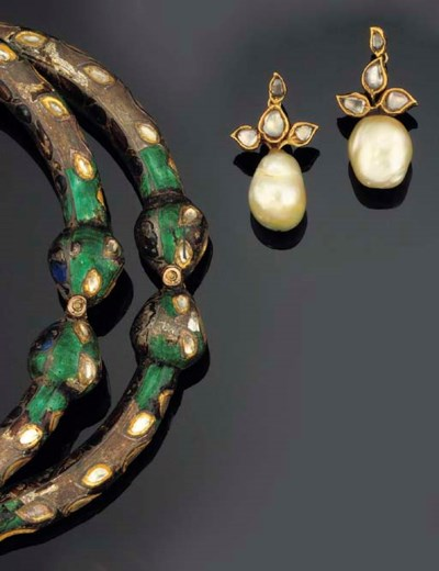 A PAIR OF INDIAN PEARL, DIAMON