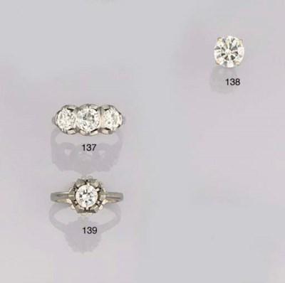 A DIAMOND SINGLE STONE EARSTUD