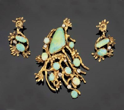 A 9CT. GOLD AND OPAL BROOCH AN