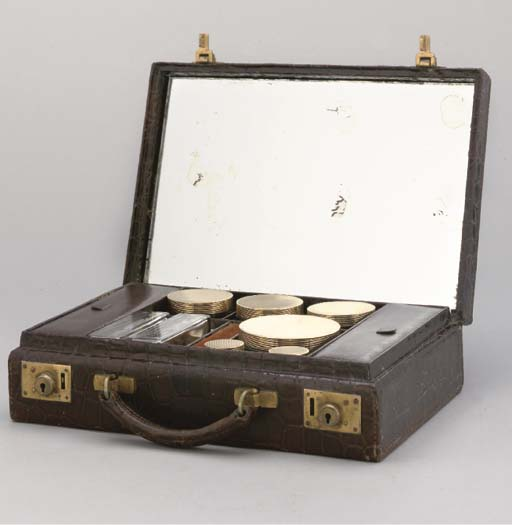 A LADY'S 18 CARAT GOLD-MOUNTED TRAVELLING DRESSING TABLE CASE