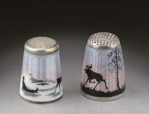 A silver and enamel thimble
